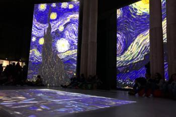 El Círculo de Bellas Artes acoge, hasta el 26 de febrero, una muestra multisensorial sobre su obra con más de 3.000 imágenes en movimiento