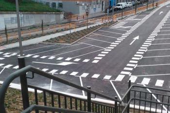 Este, ubicado entre las calles Campos Ibáñez, Pilar Lorengar y las vías de la estación de Cercanías