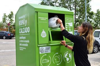 Un total de 3,5 toneladas de textil han sido depositadas en los contenedores de la Fundación Humana