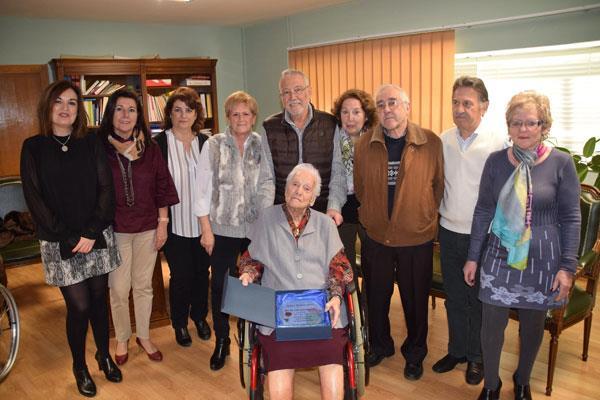 Villaviciosa homenajea a cinco vecinas en su 100 cumpleaños