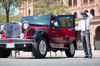 La compañía dirigida por Fernando Pastor nos permite redescubrir los principales iconos de Madrid con un exclusivo coche estilo años 30