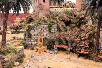 Más de 450 figuras y 4.000 kilos de corcho conforman el tradicional belén ubicado en las instalaciones del Centro Polivalente Francisco Martín