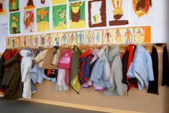 El Consistorio ha hecho los ingresos de las 4.265 becas para la compra de libros de texto y material escolar