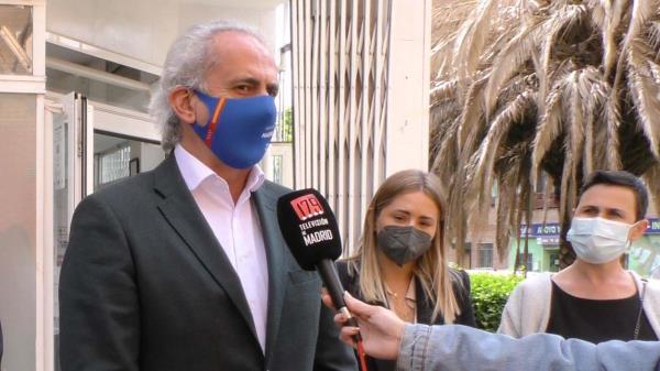 ¿A quién responsabiliza Ruiz Escudero de que acudiesen personas sin cita a vacunarse al Hospital de Fuenlabrada?