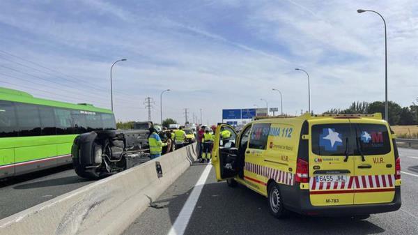 Dos turismos han colisionado en la carretera