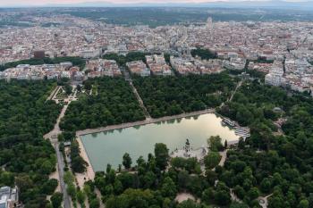 El Retiro y otros ocho parques de Madrid cierran esta tarde para evitar posibles accidentes