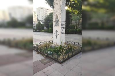 Lee toda la noticia 'Actos vandálicos contra el monumento a Francisco Javier Sauquillo'