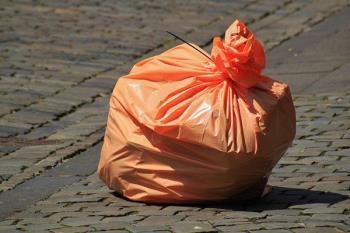 Los alcalaínos han incrementado un 9% la recogida selectiva de envases de plástico y un 16% la recogida de papel y cartón