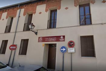 Esta vez ha destinado 200 batas sanitarias al Hospital Príncipe de Asturias y 115 mascarillas a la Casa de Acogida San Juan Pablo II