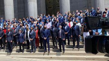 Cerca de 300 alcaldes populares se movilizaron para reclamar apoyos económicos al presidente, Pedro Sánchez