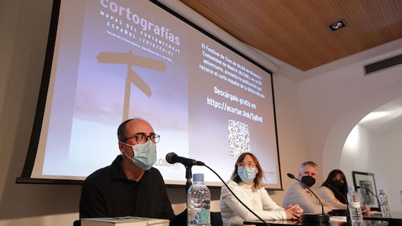 Las labores de edición corren a cargo de Cristina Aparicio, Juanma Ruiz y Jara Yáñez