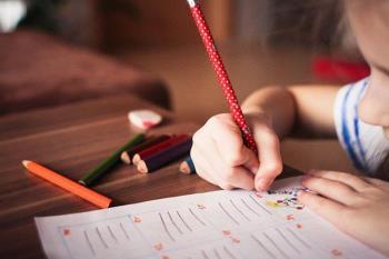 Una guía online para los padres, llena de ejercicios, entretenimiento y actividades para las niñas y niños