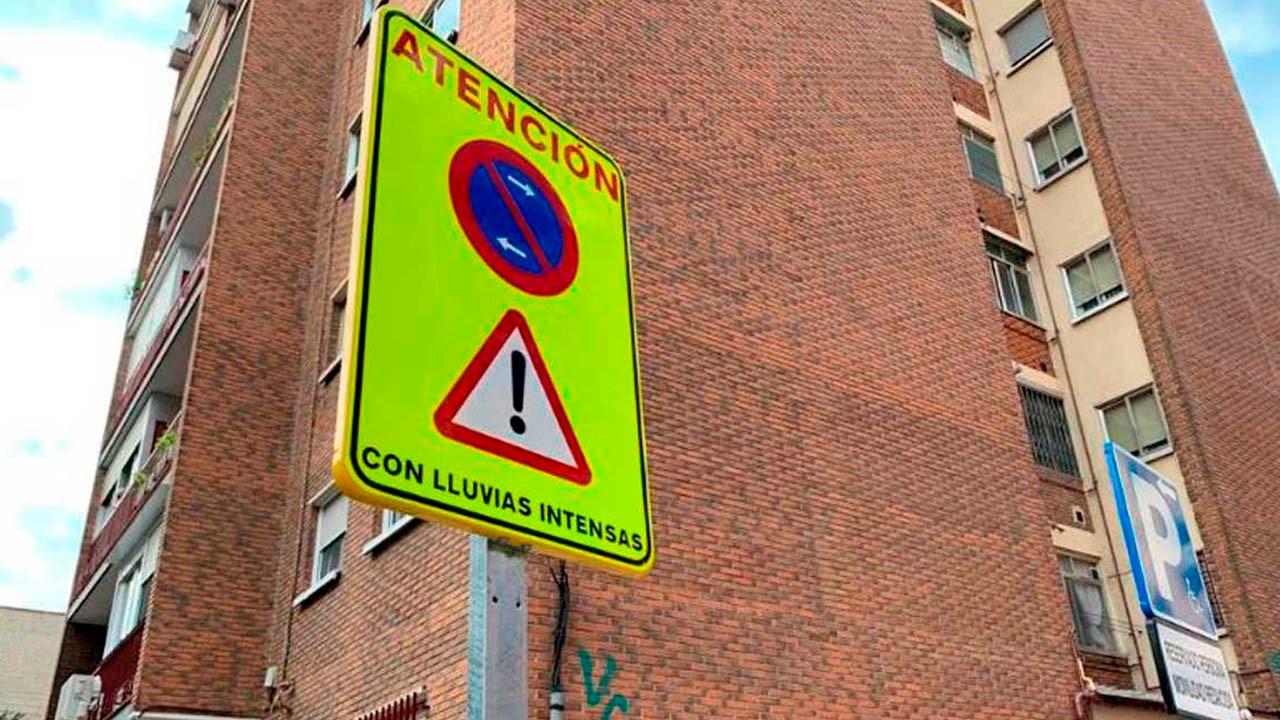 Se prohíbe el estacionamiento de vehículos en determinados puntos a partir de las 20:00 horas de este martes