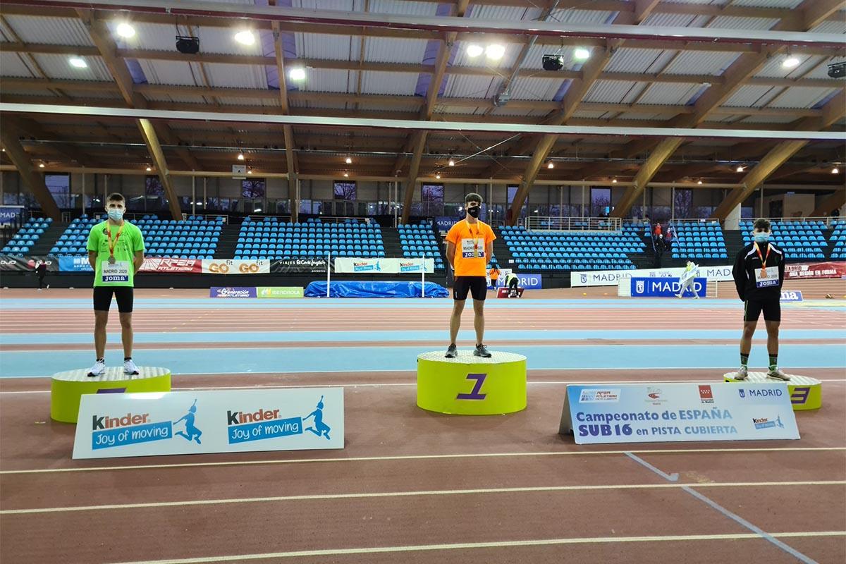 El mediofondista del club Atletismo Ajalkalá logró su primera medalla nacional tras demostrar su gran estado de forma