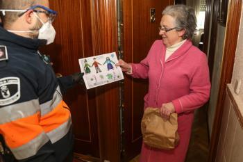 A través de esta campaña, llevan cientos de dibujos de los niños de Leganés a los mayores