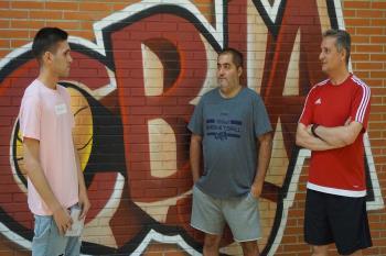 El presidente Antonio Rubio y Ángel Alonso, miembro de la Junta Directiva del Club Baloncesto Juan de Austria repasan en Televisión de Madrid los inicios del club, su última temporada y los próximos objetivos