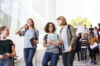 El Programa de Prevención y Control del Absentismo Escolar detecta los casos e interviene y coordina estos con diferentes agentes sociales