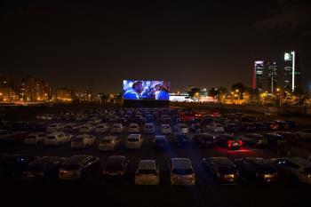 Este año el cine de verano en parques se reconvierte en autocine para luchar contra la pandemia