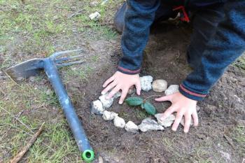 La localidad propone crear un grupo de voluntariado que realice actividades para revitalizar su bosque