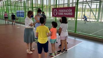 Sofía Miranda, junto a Loreto Sordo, ha visitado las instalaciones de la Caja Mágica
