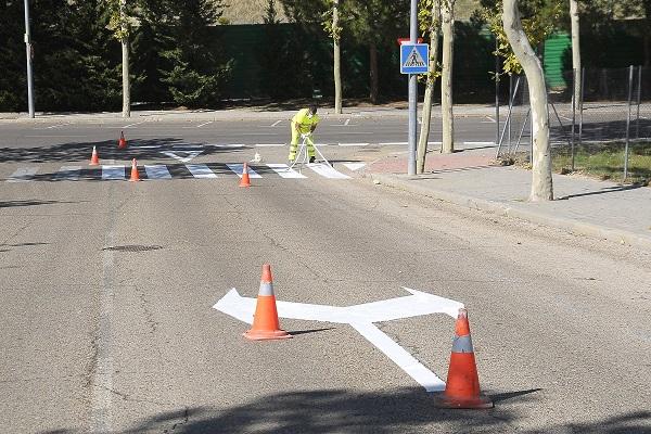 El ayuntamiento va a actualizar, como cada año, la pintura vial en 22 mil metros de líneas