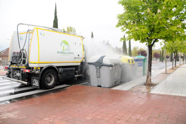 En este caso, ha desinfectado los contenedores de basura y las marquesinas de las paradas de bus