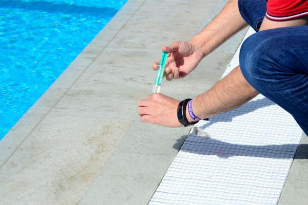 Boadilla del Monte vigila la calidad del agua en las piscinas del municipio