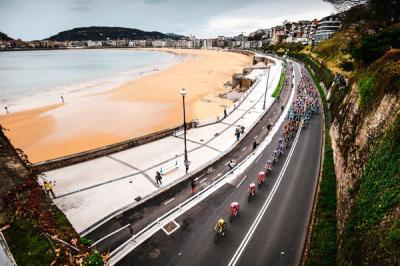 Lee toda la noticia 'Boadilla del Monte, segunda parada del pelotón en la última etapa de La Vuelta'