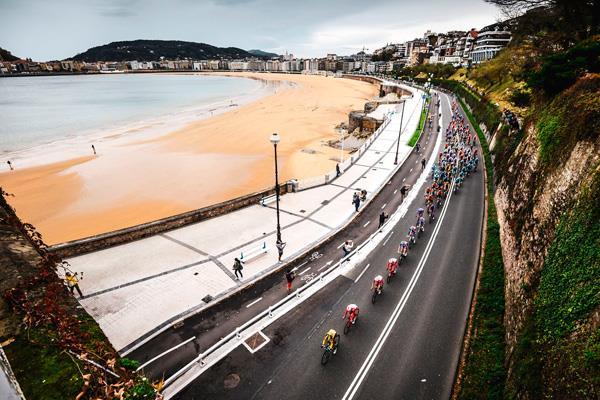 Boadilla del Monte, segunda parada del pelotón en la última etapa de La Vuelta