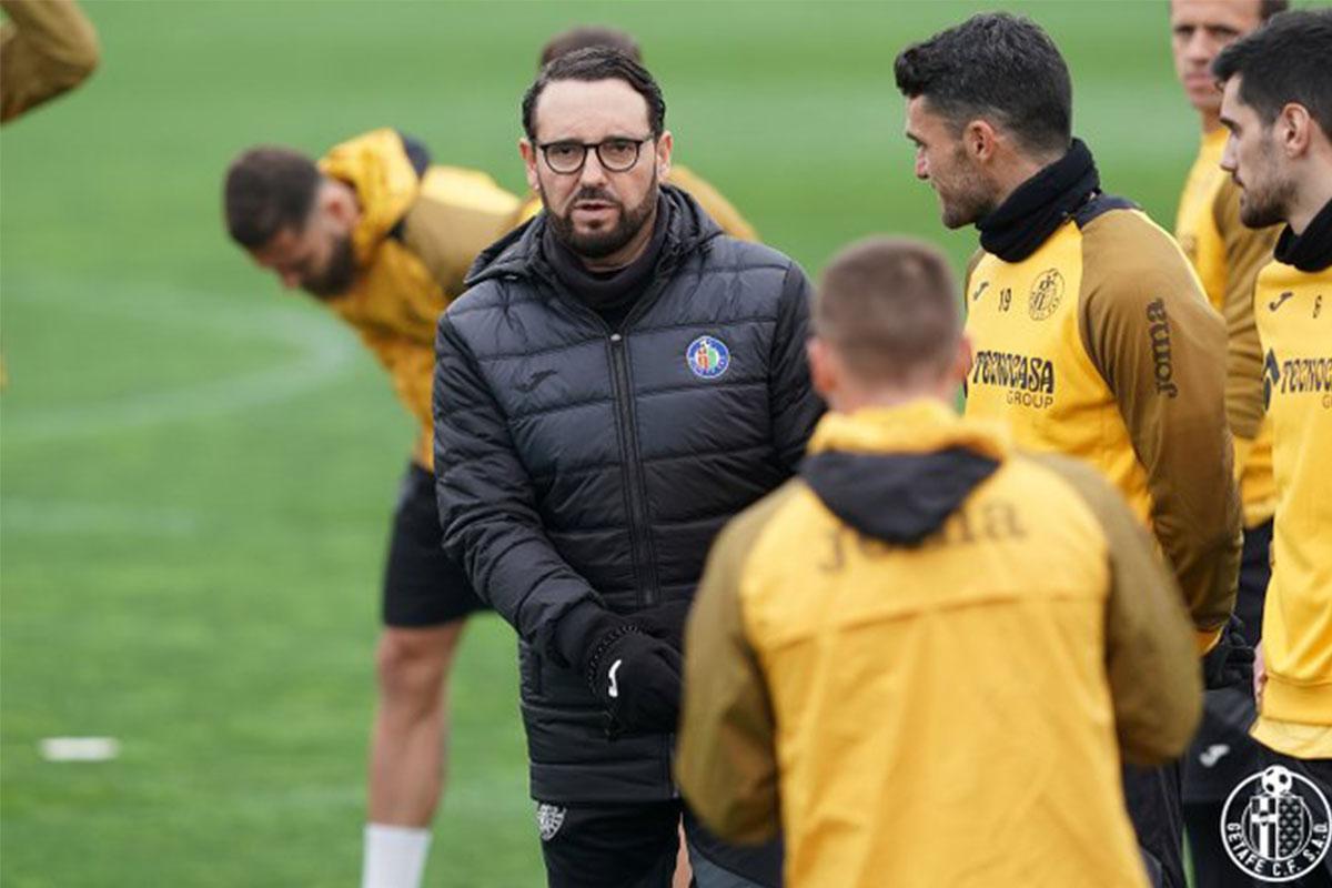 El entrenador del Getafe ha destinado material a los centros sociosanitarios y de salud mental del Grupo El Castillo en Alicante