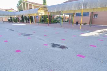 El ayuntamiento se encargará de la limpieza de estos puntos y entregará vallas y cintas para la separación de filas