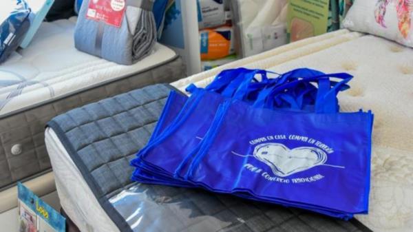 El Ayuntamiento ha organizado una campaña de apoyo al comercio tradicional, los vecinos que que hagan una compra mayor de 20€ ganarán una bolsa reutilizable