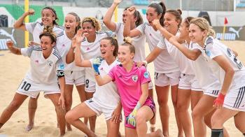 Formaron un equipo de fútbol playa y participó en la Champions alzándose con el título