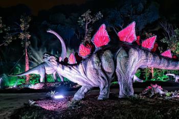 La estrella de la muestra es un tiranosaurio de nueve metros de altura y 15 metros de envergadura