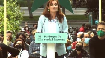 La candidata de Más Madrid, Mónica García ha cerrado la campaña en un acto en la Cuesta de Moyano.