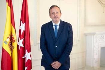 Ayuso no cesa al consejero de Políticas Sociales, Alberto Reyero, pero traspasa las competencias a Sanidad