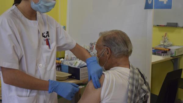 Comienza la vacunación a pacientes de muy alto riesgo en el Hospital Príncipe de Asturias