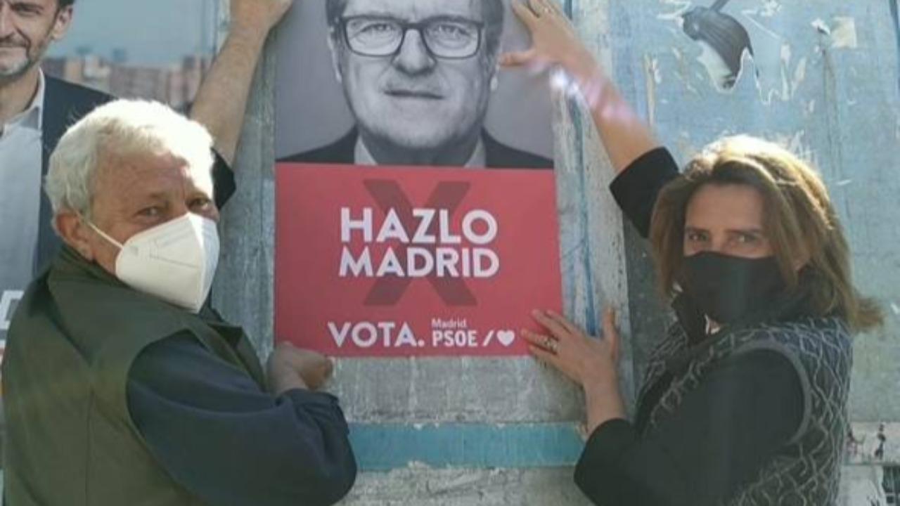 Manuel Fort y Teresa Rivera han comenzado con la pegada de carteles