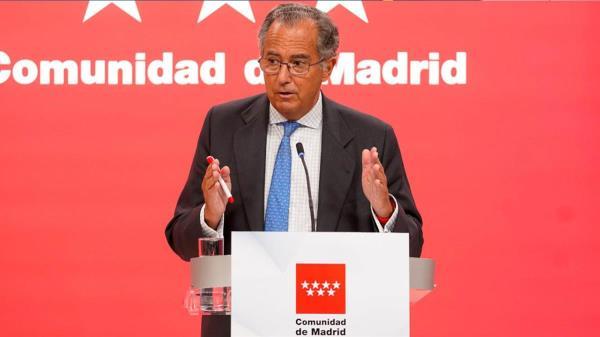 """El consejero de Educación, Ciencia y Universidades pide al presidente que """"deje de bañarse en Lanzarote"""" y actúe"""
