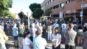 La concentración fue convocada por el PSOE y Ganemos Colmenar