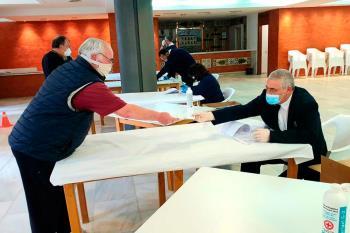 Los menores de 80 años pueden recogerlas en el Centro Cívico, mientras que para los mayores se reparten a domicilio