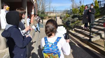 Villaviciosa de Odón entrega medidores de CO2 en los colegios públicos