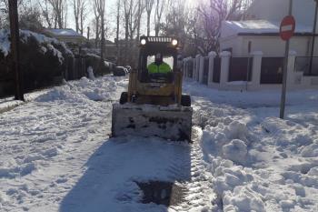 La UME ayudó ayer en el acondicionamiento de las calles