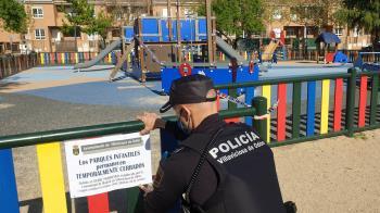 Los agentes de la Policía Local, en colaboración con la Guardia Civil, son los encargados de aplicar estas medidas que aparecen reguladas en la Orden 1405/2020 de la Consejería de Sanidad