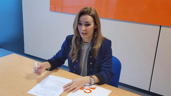 La portavoz de la formación naranja, Patricia de Frutos, ha expuesto las principales líneas de la petición