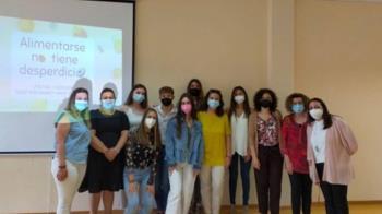 Estudiantes de Fuenlabrada han ofrecido cursos en el centro de Servicios Sociales del municipio sobre el consumo de frutas y verduras