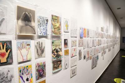 Lee toda la noticia 'Da rienda suelta a tu arte de la mano de la exposición 'Échame una mano/Give me a hand''