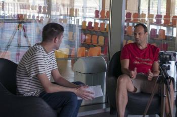 El nuevo técnico del CD Iplacea de Balonmano repasa en Televisión de Madrid su vuelta al club, el trabajo de la cantera y la salud del balonmano