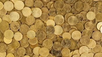 A través de diferentes recursos que nos proporcionarán un dinero complementario