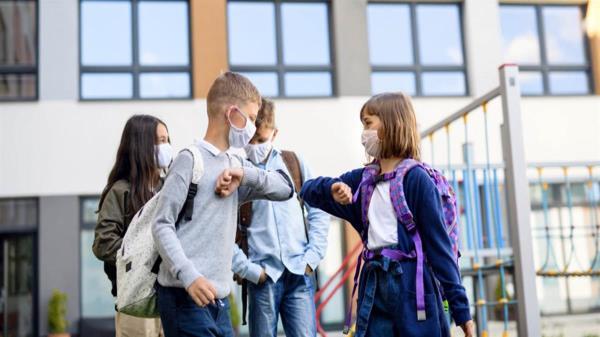 Solicita el compromiso de las administraciones con competencia en la materia y de toda la Comunidad Educativa